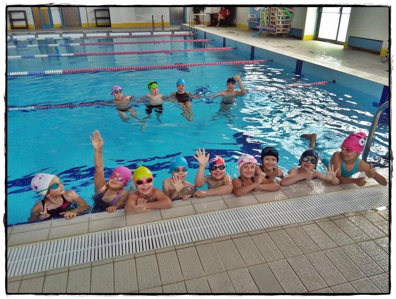 Zawody pływackie klas drugich